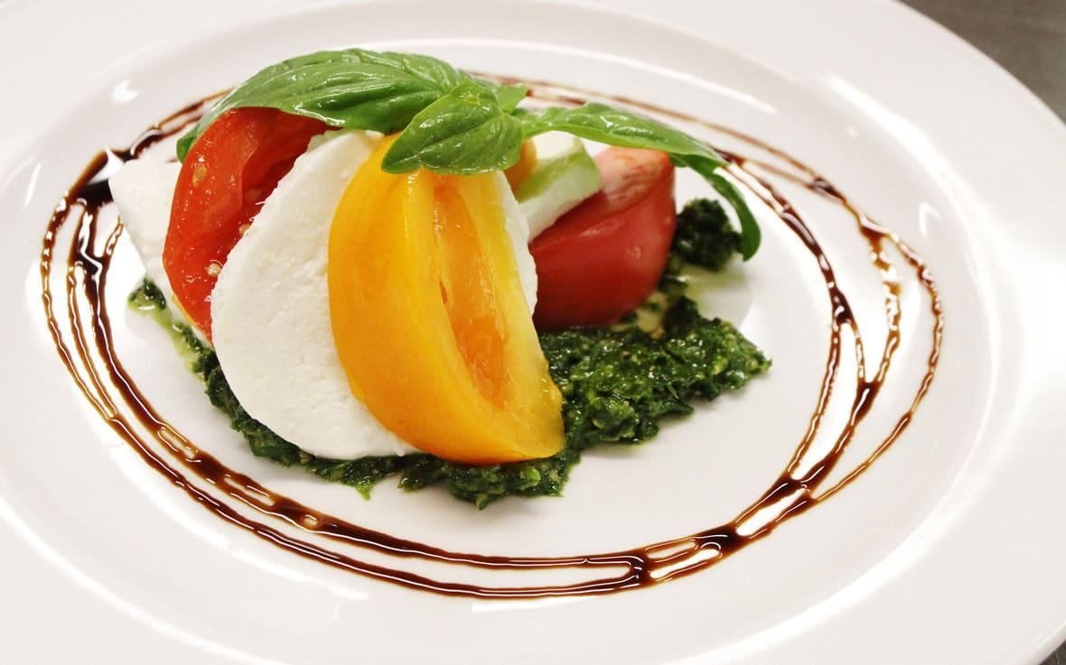 QCL dining tomato boccocini